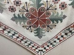 Cross Stitch Embroidery, Needlepoint, Needlework, Bohemian Rug, Diy And Crafts, Projects To Try, Christmas Decorations, Carpet, Elsa