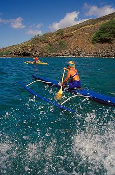 Oahu Photos at Frommer's - From May to September, Hawaiians keep the tradition of outrigger canoeing alive with a series of races.