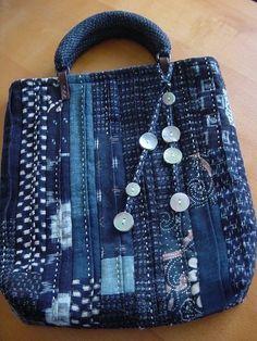 「にゃん」の針しごとの画像 - Name Tutorial and Ideas Denim Tote Bags, Denim Purse, Patchwork Bags, Quilted Bag, Denim Bag Tutorial, Boro Stitching, White Tote Bag, Denim Ideas, Denim Crafts