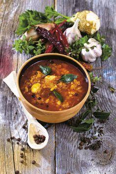 Zupa pasterska z zacierkami to pożywny posiłek bez dodatku mięsa. Domowy smalec nadaje zupie charakterystycznego tłustego smaku. Ethnic Recipes, Food, Meals, Yemek, Eten