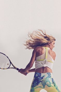Eugenie Bouchard trains in the Nike Elastika 2.0 Tank Top.