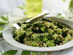 Pasta al pesto di broccoli Easy Pasta Recipes, Vegetarian Recipes Easy, Diet Recipes, Healthy Recipes, Best Broccoli Recipe, Broccoli Recipes, Pasta Al Pesto, Salad Dressing Recipes, Pasta Dishes