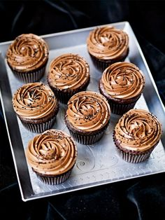 Chef Roy Fares claims these are absolutely one of his best cupcake recipes. We absolutely agree! Nutella cupcakes, impressive and delicious! I made these for my boy's birthday and they were just amazing. Baking Recipes, Cake Recipes, Dessert Recipes, Food Cakes, Cupcake Cakes, Cup Cakes, Roy Fares, Extreme Cakes, Yummy Treats
