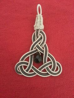 Celtic Knot Jewelry, Jewelry Knots, Macrame Jewelry, Wire Jewelry, Macrame Bracelets, Paracord Weaves, Guitar String Jewelry, Snowflake Shape, Rope Art