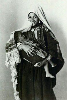 """""""Filistinli Annelerin Gülümseyebildiği Günler,1920..."""""""