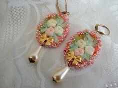 Vintage earrings embroidered roses with ribbon de la boutique rosebijoux sur Etsy