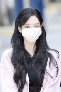 South Korean Girls, Korean Girl Groups, Hair Inspo, Hair Inspiration, Black Hair Aesthetic, Kim Min, Airport Style, Korean Beauty, Pretty Hairstyles
