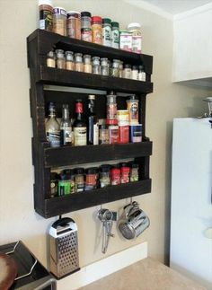 Top 23 Cool DIY Kitchen Pallets Ideas You Should Not Miss As a really common recycled material, wooden pallet you might have used them to make something useful for your home. You know they have endless potential can be transformed to a lot of stunning DIY Pallet Home Decor, Wooden Pallet Projects, Wooden Pallet Furniture, Pallet Crafts, Wooden Pallets, Diy Furniture, Diy Projects, Project Ideas, Pallet Wood