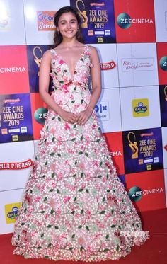 Similar floral gown like the one which Alia Bhatt is wearing at the Zee Cine Awards - 62767 - SeenIt Cute Formal Dresses, Stylish Dresses, Nice Dresses, Stylish Gown, Dress Indian Style, Indian Fashion Dresses, Aliya Bhatt Dresses, Beautiful Gowns, Beautiful Outfits