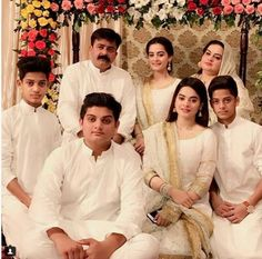 Aiman khan with family last night on her dholki♥