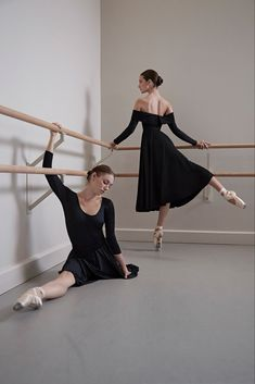 Co Spring 2018 Ready-to-Wear Fashion Show Collection Ballet Inspired Fashion, Ballet Fashion, Shall We Dance, Just Dance, Ballet Photography, Ballet Beautiful, Dance Photos, Dance Art, Ballet Dancers