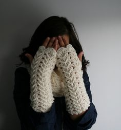 Cream lace arm warmers amigurumi crochet pattern by Luz Patterns