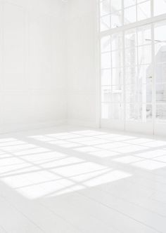 People Footwear - Inspiration -All White Room Pure White, White Light, Black And White, White Art, White Wood, Outfits In Weiss, Interior Architecture, Interior And Exterior, Shadow Architecture