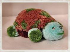 Kleine Schildkröte aus Bommeln 17cm lang, 12cm breit und 8cm hoch