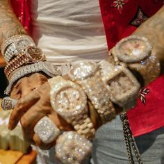 Rapper Jewelry, Thick Girls Outfits, Gold Money, Luxury Jewelry, Jewelry Box, Jewellery, Bling, Jewels, Things To Sell