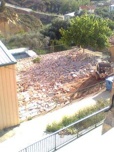Hoy martes os dejo las fotos de las obras que se están realizando en nuestro pueblo, en la plaza del polideportivo