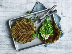 Spinatvafler – Lækre vafler med spinat og fyld | Sæson Buffet, Snacks, Dinner, Ethnic Recipes, Food, Pancakes, Drink, Collection, Spinach