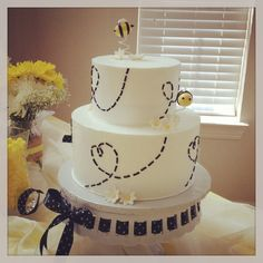 A ba-BEE shower cake!