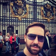 Yesterday I did the British Museum, and then, I finally saw Buckingham Palace!! I can't believe that I had never been before yesterday!! #verycool #british #britishicon #england #london #guards #royalty #gates #touristselfie #buckingham #buckinghampalace #thequeen