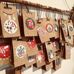Mon calendrier de l'avent à pochettes - Fiche DIY Deco Zôdio Diy Christmas Garland, Christmas Favors, Christmas Ornament Crafts, Christmas Gifts For Mom, Christmas Projects, Kids Christmas, Diy Birthday Gifts For Mom, Diy Gifts For Mom, Christmas Calendar