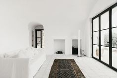 """archatlas: """" Modern Day Farmhouse in Puglia Designed as a modern day farmhouse in Ostuni, Puglia, Masseria Moroseta by Andrew Trotter, uses local materials, traditional building methods and details. Italian Farmhouse, Modern Farmhouse, White Farmhouse, Bed And Breakfast, Country Modern Home, Turbulence Deco, Small Luxury Hotels, Interior Minimalista, Interior Design Inspiration"""