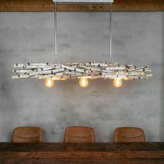 Natuur in huis, berkenstammen lamp geeft uw ruimte een natuurlijke uitstraling. Hanglamp gemaakt van berkentakken. De hanglamp (160 cm) is bevestigd aan een roestvrijstalen frame om de lamp aan het plafond te kunnen bevestigen. Het frame is in hoogte verstelbaar (50 cm tot 80 cm). Er zijn drie verlichtingspunten in de decoratietakken verwerkt.  Afwijkende maten en meer/minder verlichtingspunten is mogelijk in overleg  Neem hiervoor contact op met www.decoratietakken.nl Track Lighting, Chandelier, Ceiling Lights, Diy, Home Decor, Birch, Garden Cottage, Dinner Table, Rustic