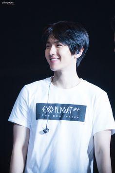 Baekhyun is so pretty 160221 The EXO'luxion in New York © shining my boy   do not edit.