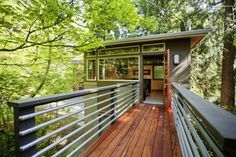 Modern Luxury Elevated Cabin for Tree House-Style Experience in Seattle, Treehouse Hotel, Treehouse Ideas, Style At Home, Luxury Tree Houses, Tree House Designs, Log Cabin Homes, Log Cabins, Luxury Camping, Townhouse