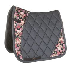 Flower styled saddle pad from HKM. Available in GP and Dressage styles in pony and cob/full sizing. Horse Saddle Pads, Horse Gear, Horse Saddles, Horse Halters, English Horse Tack, English Saddle Pads, Horse Show Clothes, Horse Clothing, Riding Clothes