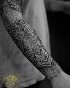 Thanks for flying in from Idaho to add to this sleeve we started a few years ago. Went more simplistic today with this mandala and sayagata pattern. Would love to do more designs in a more minimalist fashion