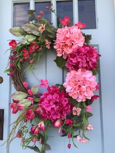 I love easy DIY summer wreaths, don't you? They bring a pop of color and a bit of character to your front door. Here we've gathered 60 Lovely Summer Wreath Design Ideas and Remodel hopes of getting you into the crafty spirit! Diy Fall Wreath, Summer Wreath, Holiday Wreaths, Deco Wreaths, Spring Wreaths, Wreath Ideas, Indoor Wreath, Pink Hydrangea, Hydrangea Wreath