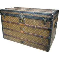 vintage LV trunk - is probably the only LV piece that I would ever invest in. Louis Vuitton Trunk, Louis Vuitton Luggage, Vintage Louis Vuitton, Vintage Suitcases, Vintage Luggage, Radios, Trunk Redo, Suitcase Storage, Steamer Trunk