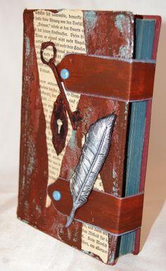 Altered Book mit Rusty Paper von Viva Decor