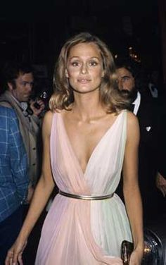 Lauren Hutton at the 1975 Oscars in a Grecian draped dress with a colorful twist and perfectly natural make-up.