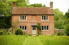 What a gorgeous sight! Living in this little cottage might just encourage me to be a morning person. Brick Cottage, Cottage Exterior, Cottage Living, English Farmhouse, Old Farm Houses, Vintage Houses, English House, Dream English, English Countryside