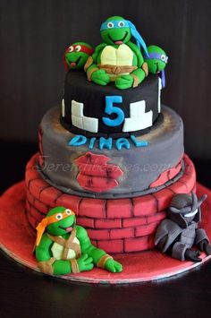 Oh so loved doing this.. made to cakes on TMNT on the same day for another customer!