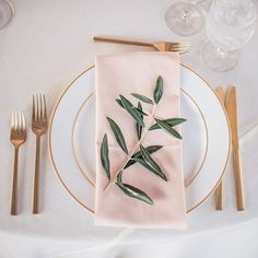 Add a delicate touch to your wedding reception with a dreamy table setting that brings in a variety of elements.