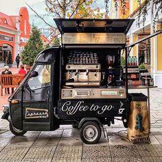 Espresso Mobil, Vienna 📷 love this retro coffee truck Coffee Van, Coffee Barista, Coffee To Go, Coffee Shops, Food Cart Design, Food Truck Design, Food Trucks, Coffee Food Truck, Mobile Coffee Shop