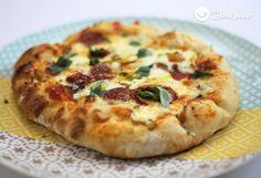 ¿Quién se atreve con esta pizza al estilo gallego? Una pizza con queso de Arzúa-Ulloa y chorizo #derechupete http://www.recetasderechupete.com/pizza-de-chorizo/19398/