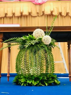 Pin by So Much To Look At on Floral Arrangements-Inspiration Tropical Flower Arrangements, Ikebana Flower Arrangement, Church Flower Arrangements, Vase Arrangements, Tropical Flowers, Altar Flowers, Church Flowers, Church Altar Decorations, Million Flowers