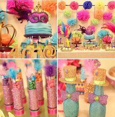 Detalhes de uma festa tema carnaval