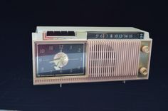 Vintage 1960's Lazalarm Motorola Tube AM Clock Radio With Alarm,  Retro Pink Radio, Professionally Repaired WORKS! door TangerineFig op Etsy https://www.etsy.com/nl/listing/225768741/vintage-1960s-lazalarm-motorola-tube-am