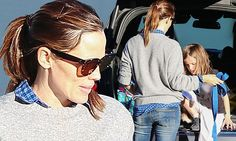 Jennifer Garner rocks the sweater and jeans combo as she takes daughter Seraphina to class #Chandeliers