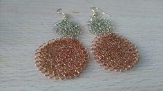 Aretes tejidos en hilo de.cobre y bronce, por Lilian Delgado/Wara