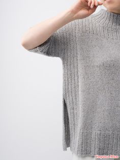 Maai and Pebble converge with ease, providing depth to this soft, structured silhouette. Featuring high side vents, ribbing and a low funnel neck, Truss is an every day versatile tunic. Knitwear Fashion, Sweater Fashion, Pullover Mode, Knitting Designs, Pulls, Knit Cardigan, Baby Knitting, Free Knitting, Knitting Patterns
