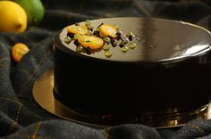 Entremet with chocolate mousse, citrus jelly, chocolate cremeux Delicious Recipes, Yummy Food, Citrus Cake, Mousse, Jelly, Panna Cotta, Homemade, Chocolate, Baking