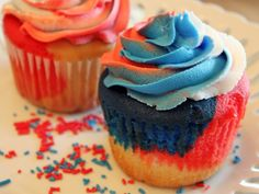 """Red, White and Blue """"Tie-Dye"""" Jumbo Cupcakes"""
