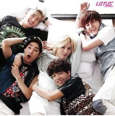 Nu'est // Aron, JR, Ren, Baekho, Minhyun