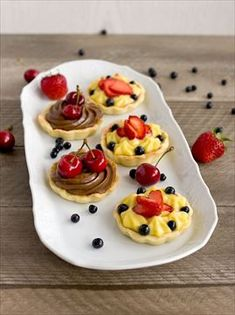 Image discovered by luciy. Sweet Desserts, Sweet Recipes, Dessert Recipes, Eat Me Drink Me, Food And Drink, Czech Recipes, Ethnic Recipes, Mini Tart, Mini Cakes
