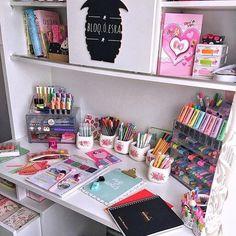 Desk decor design ideas and fun accessoris Study Room Decor, Cute Room Decor, Teen Room Decor, Stationary Organization, Desk Organization, Cool School Supplies, Stationary School, Diy Tumblr, School Accessories